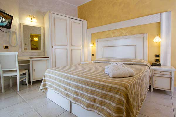 Le Camere dell' Hotel Diplomat Palace a Rimini